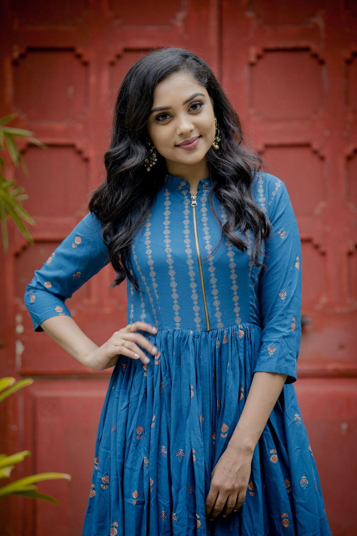 Smruthi Venkat (19)