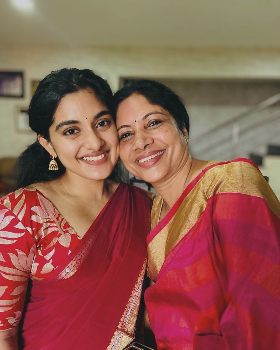 Nivetha Thomas With Her Mom