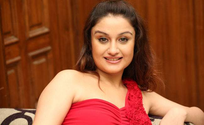 Sonia Agarwal undergoes plastic surgery to change face