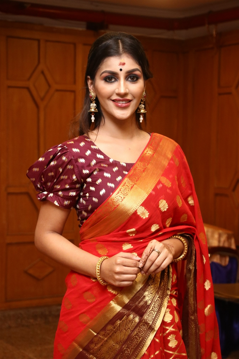 Yashika Anand join with Jeevan in Pambattam