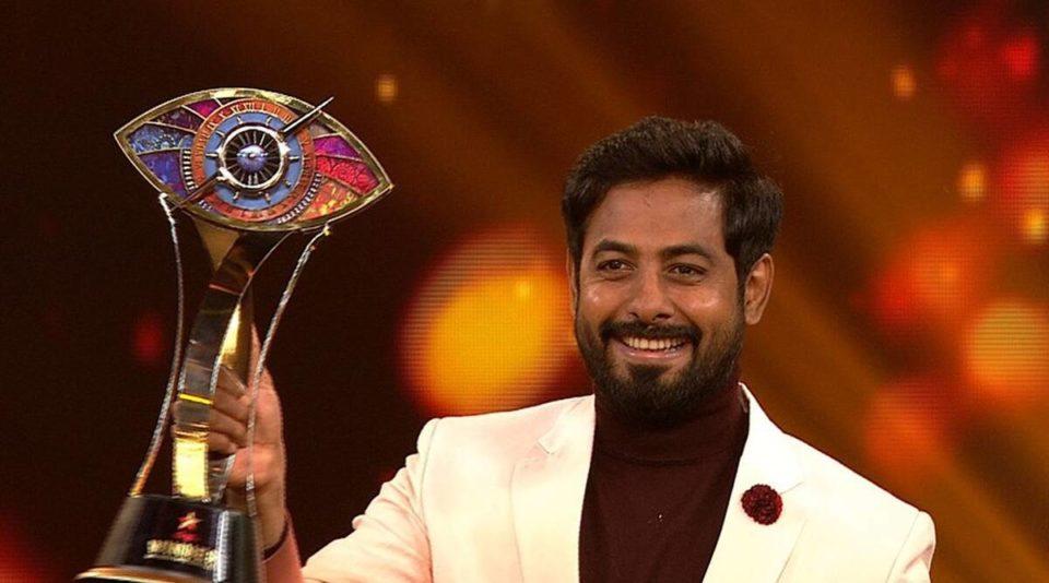 Actor Aari lifts Bigg Boss Tamil Season 4 trophy