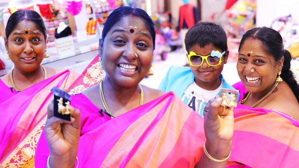 Cooku With Comali Deepa Shopping in Velavan Stores