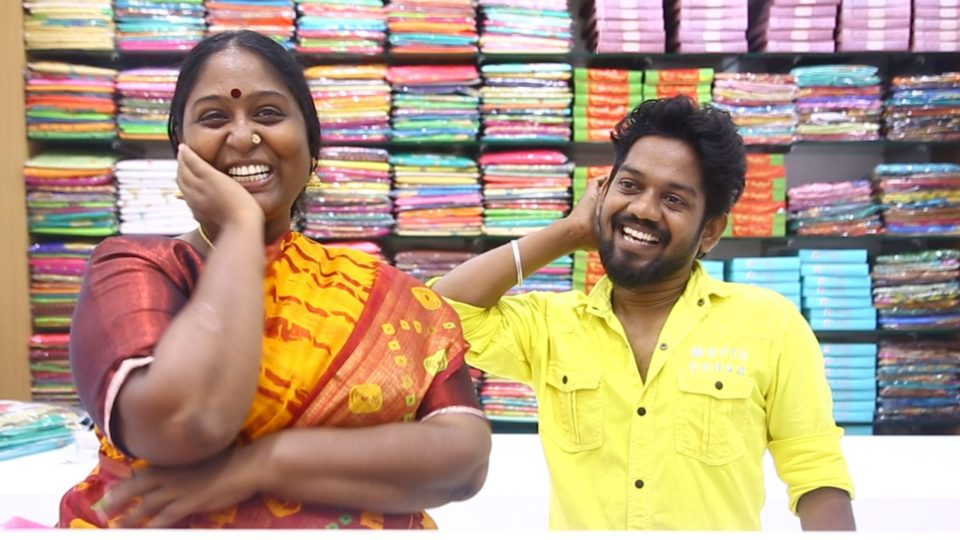 Cooku With Comali Deepa and KPY Vinoth Pongal Purchase at Velavan Stores