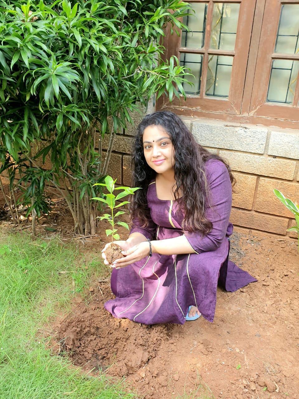 Meena challenges Keerthi Suresh