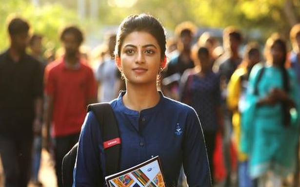 Kamali From Nadukkaveri Movie Review