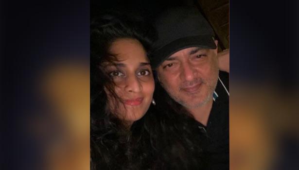 Ajith and Shalini's selfie photo