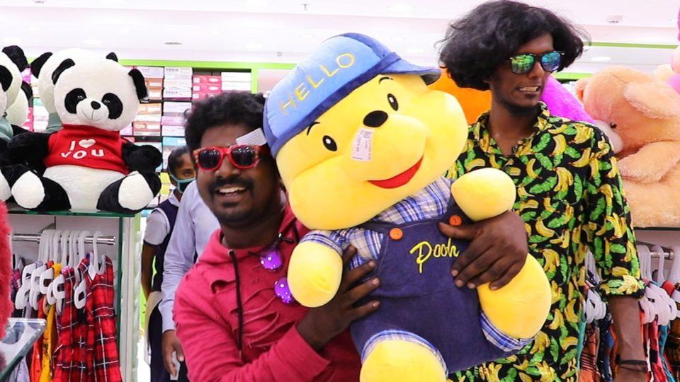 Bala and Thangadurai shopping at Velavan Stores