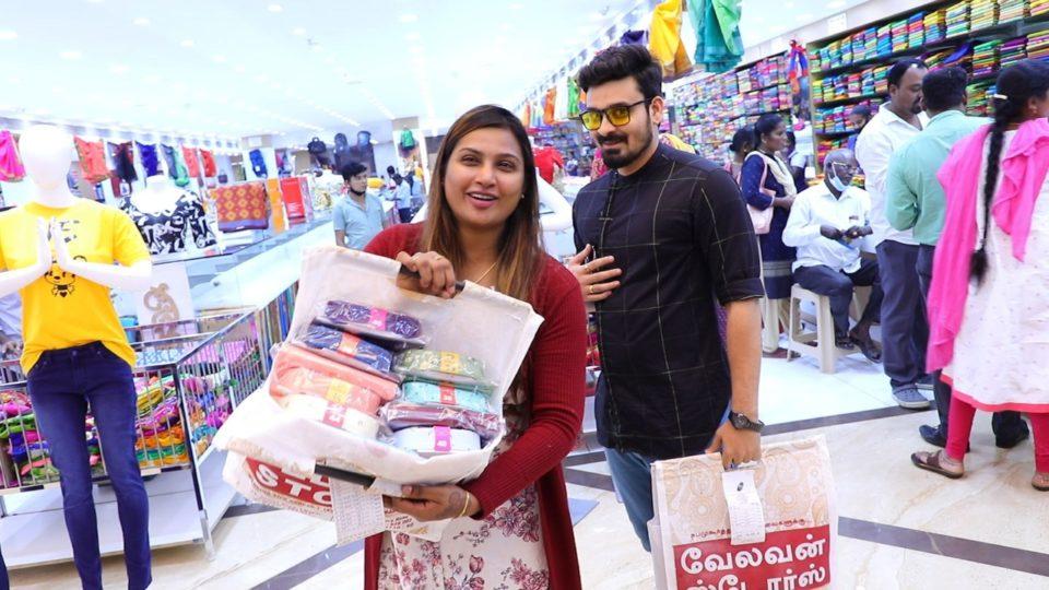 Myna Nandhini Shopping in Velavan Stories at T Nagar, Chennai