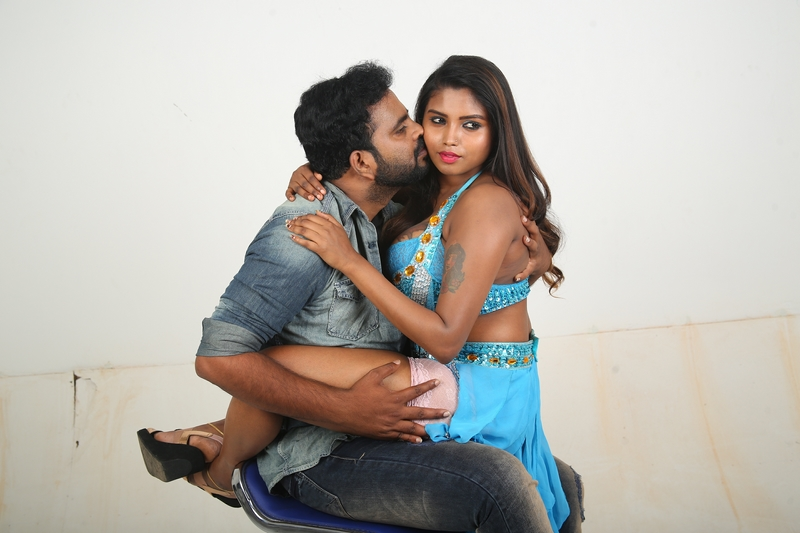 Nee Sudathaan Vanthiya Movie Stills