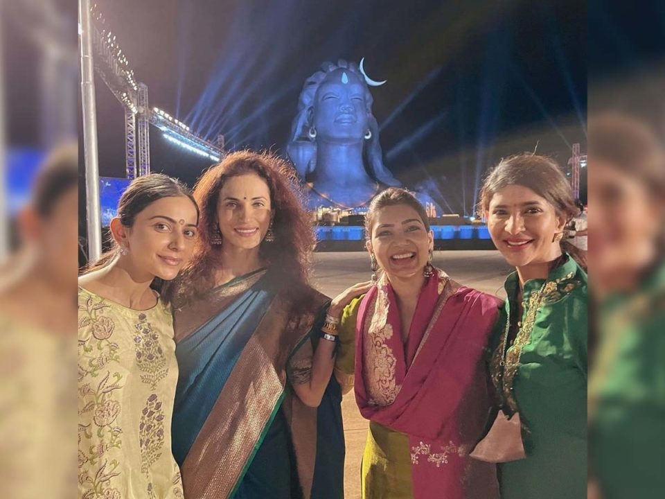 Actress Samantha and Rakul Preet Singh dancing at Isha Mahashivratri