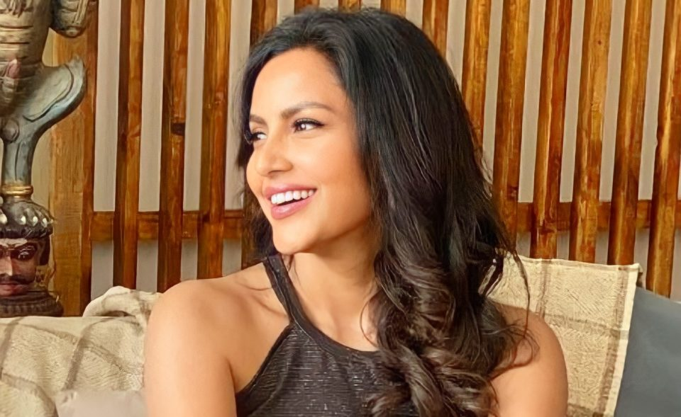 Controversial of Priya Anand photo