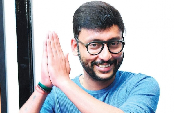 RJ balaji to remake Bollywood blockbuster hit movie in Tamil