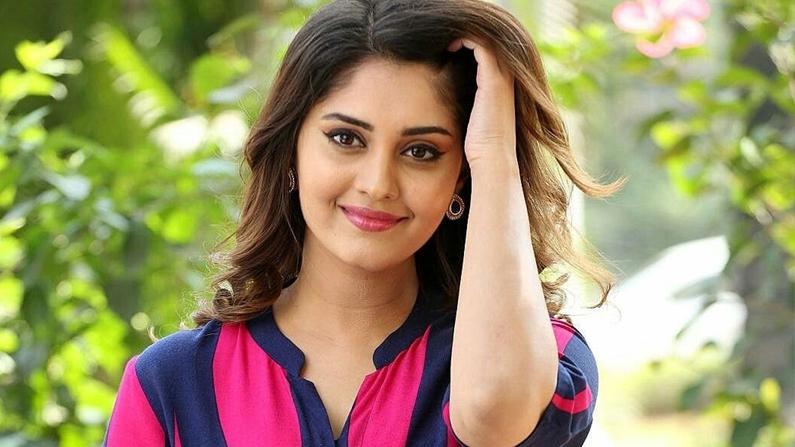 Ready to act glamorous - Actress Surabhi