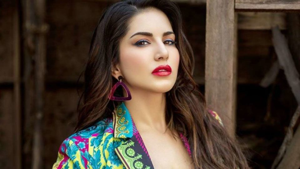 Sunny Leone dancing in a movie starring Karthik as the hero