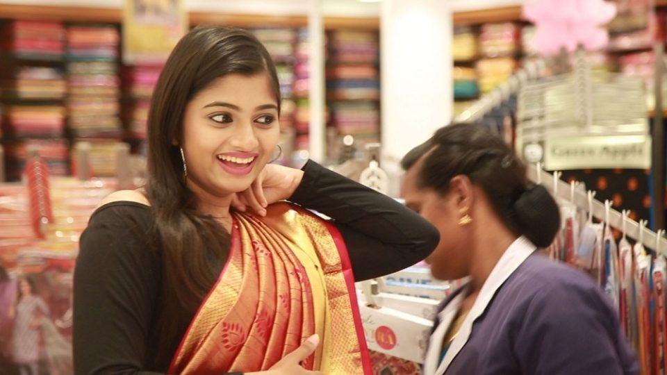 Cook With Comali Bala and Raja Rani Archana Shopping at Velavan Stores