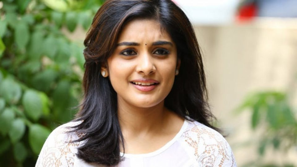 Fans admire Niveda Thomas' talent