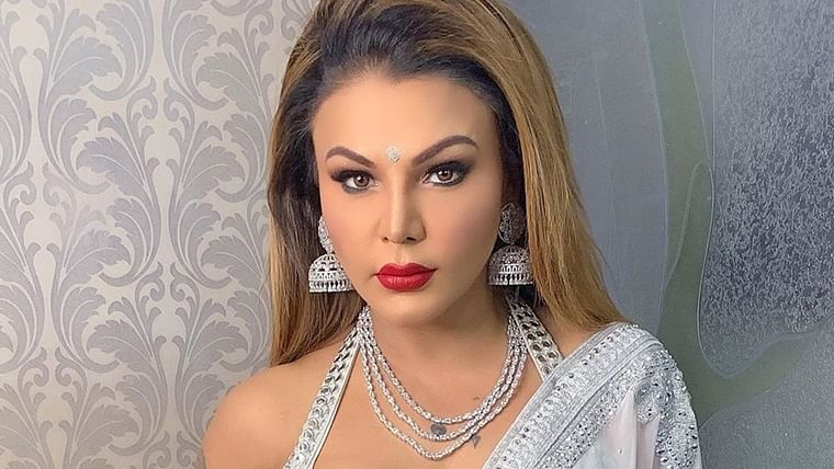 Rakhi Sawant refuses to click selfie with fan