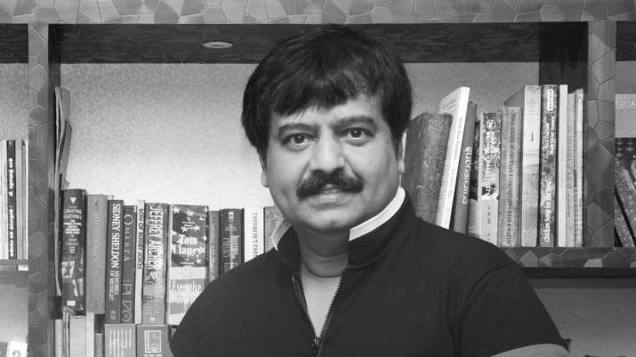 The body of late actor Vivek was cremated this evening