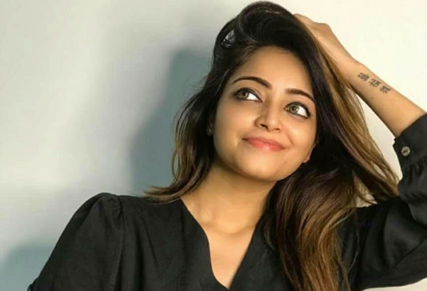 Actress Janani removed caste identity from her name