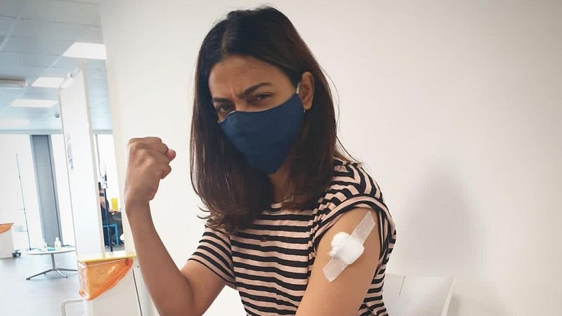 Actress Radhika Apte gets her first dose of the COVID Vaccine