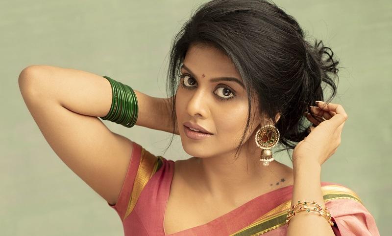 Singer Swagatha Krishnan turned Actress