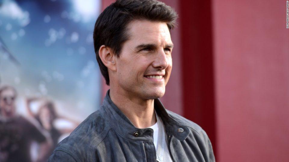 Tom Cruise returns Golden Globes Awards