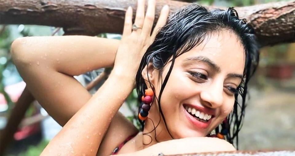 hindi actress's photo shoot in cyclone causes sensation