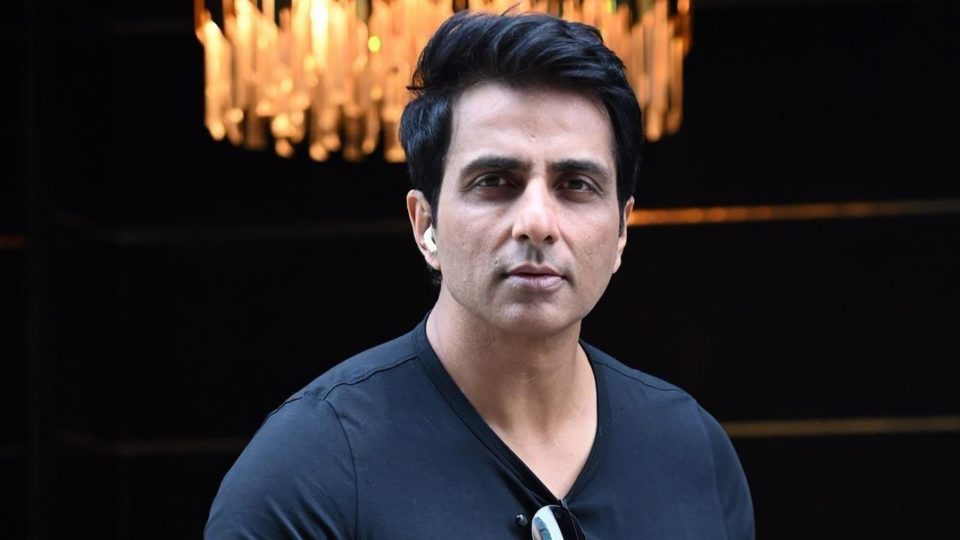 sonu sood saves the lives of 22 corona patients