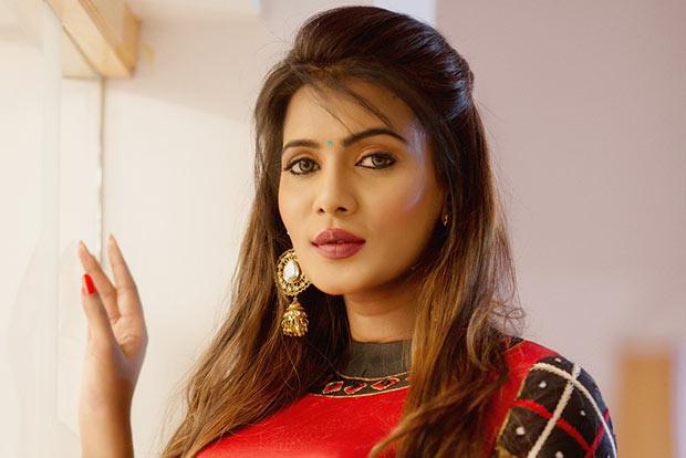Actress Meera Mithun Suicide threat