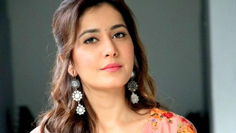 Anushka can only survive in cinema if she is like Samantha - says Rashi Khanna