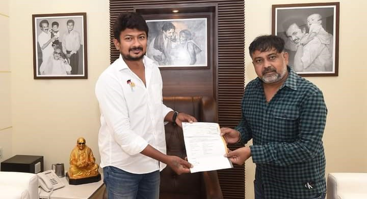 Director Lingusamy donates ₹10lakh to Chief Minister's Public Relief Fund