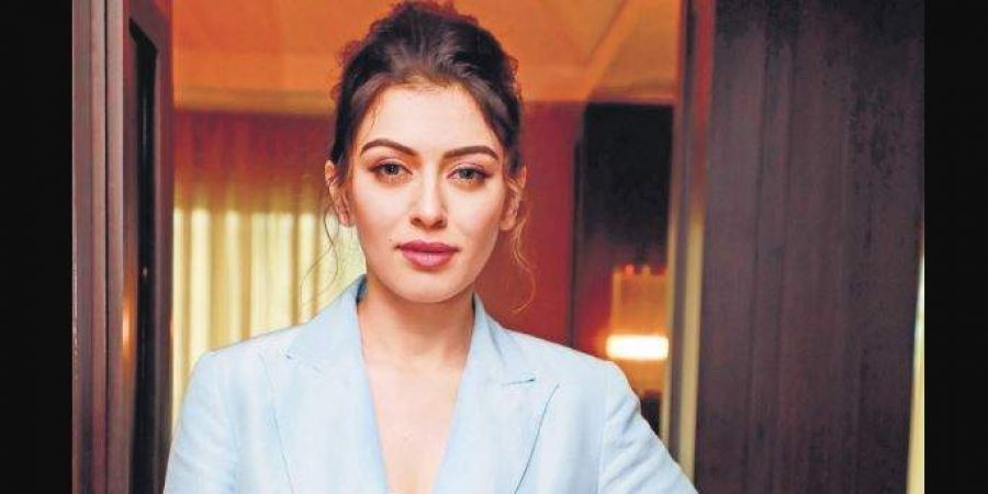 Is there a ban on actress Hansika's 50th film - Film crew description