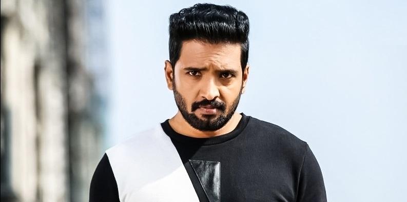 Santhanam in Telugu remake film