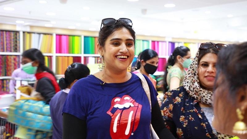 Vanitha Vijaykumar Shopping at Velavan Stores