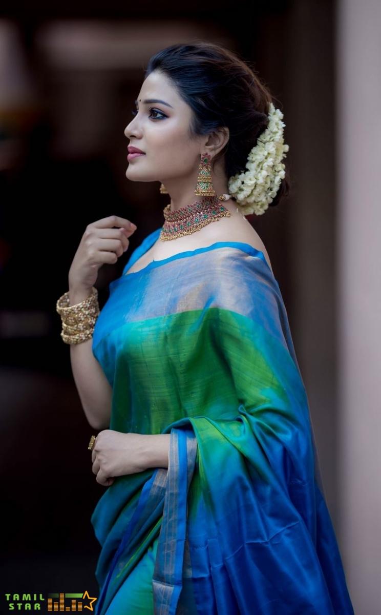 Actress Aathmika Photos (2)