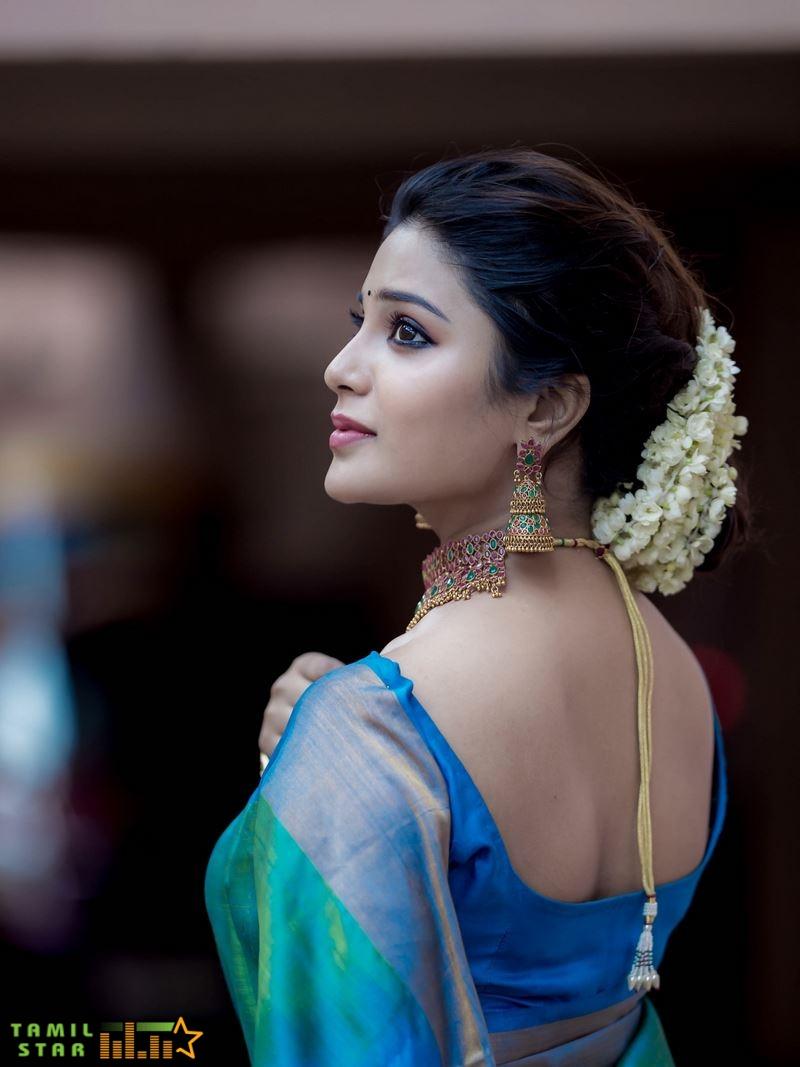 Actress Aathmika Photos (5)
