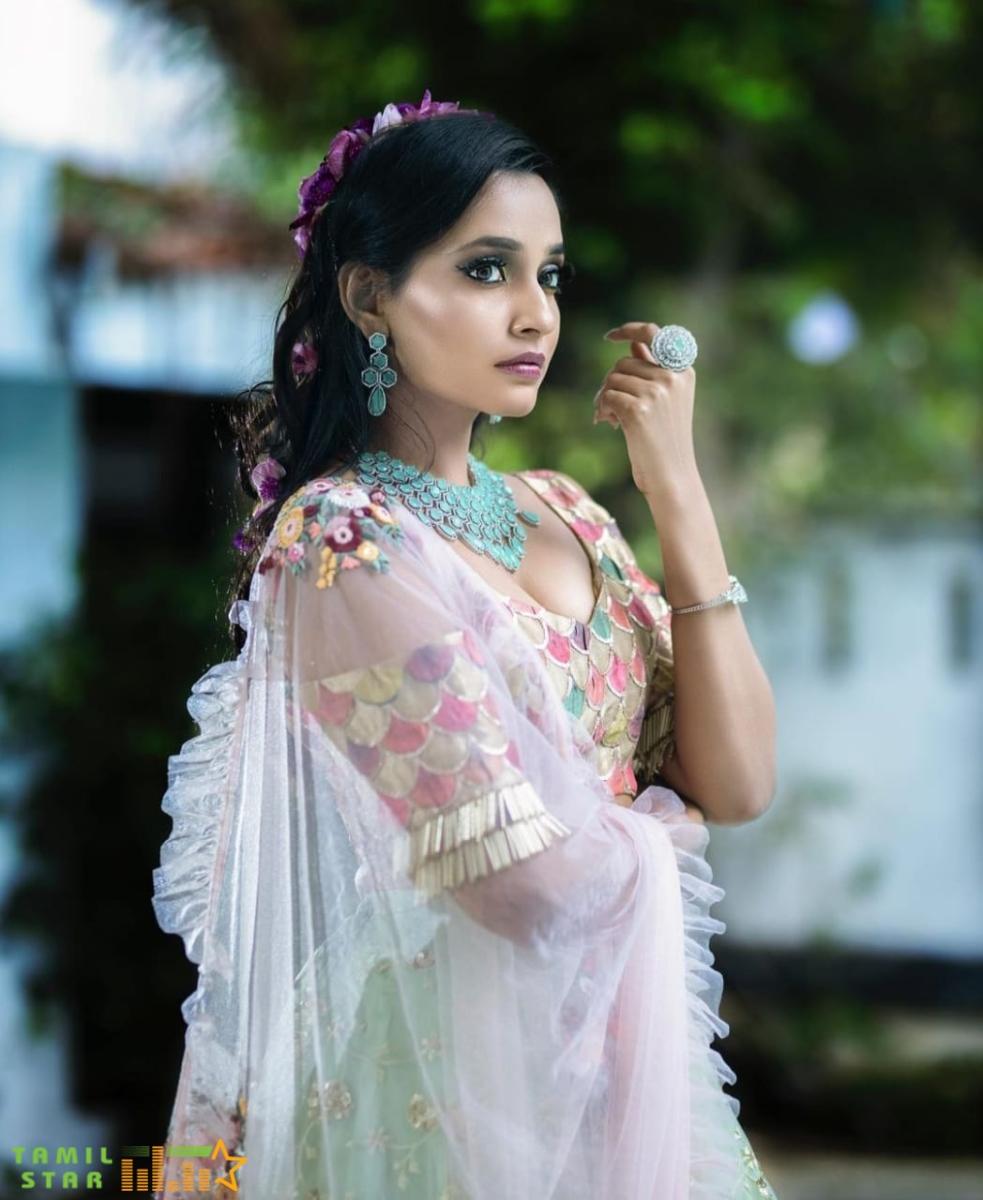 Actress Abarnathi Photo Shoot  (3)