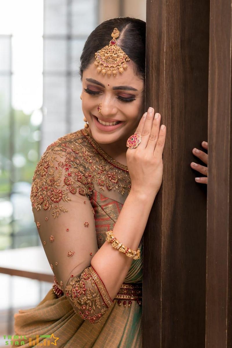 Actress Abhirami Venkatachalam Photos (2)