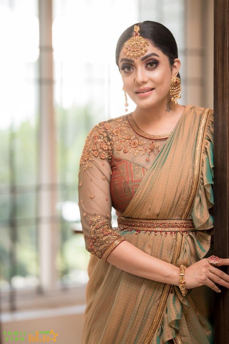 Actress Abhirami Venkatachalam Photos (3)