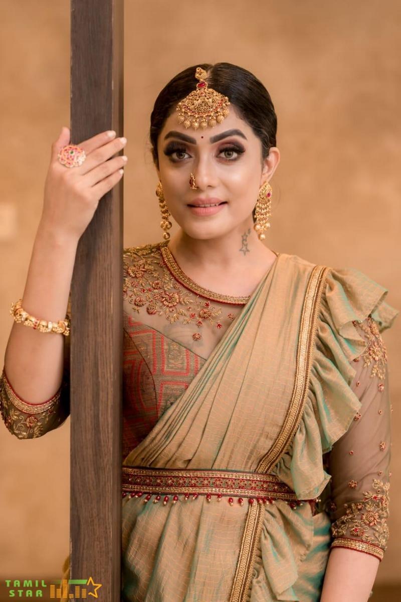 Actress Abhirami Venkatachalam Photos (4)
