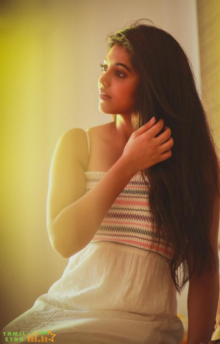 Actress Athulya Ravi Latest Gallery (1)