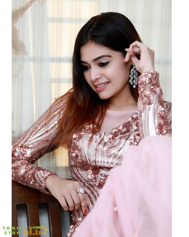 Actress Dharsha Gupta Photos (4)