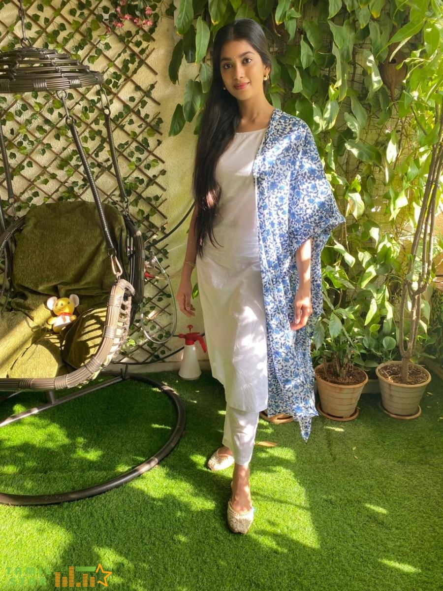Actress Digangana Suryavanshi Latest Photoshoot (1)
