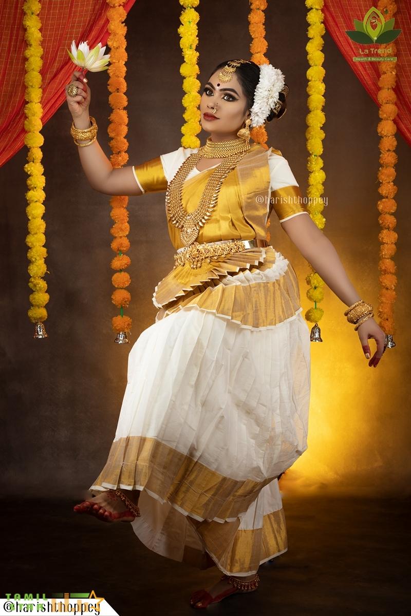 Actress Divya Ganesh Latest Gallery (6)
