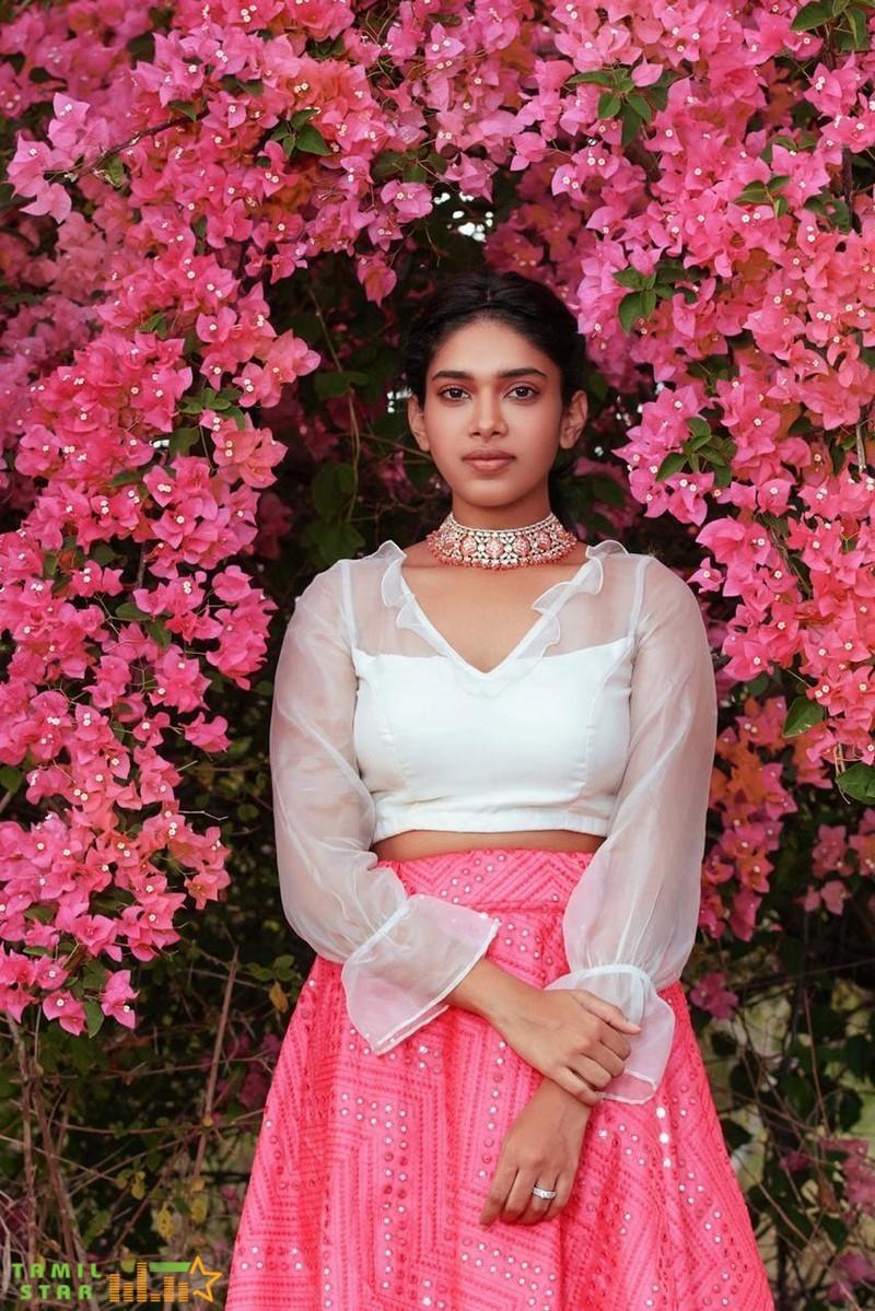 Actress Dushara Photos (12)