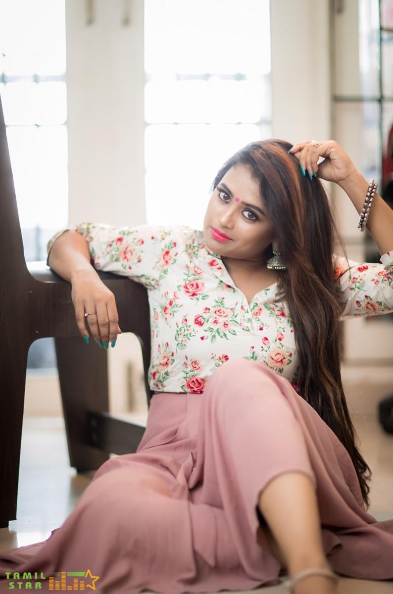 Actress Farina Azad Photos (3)