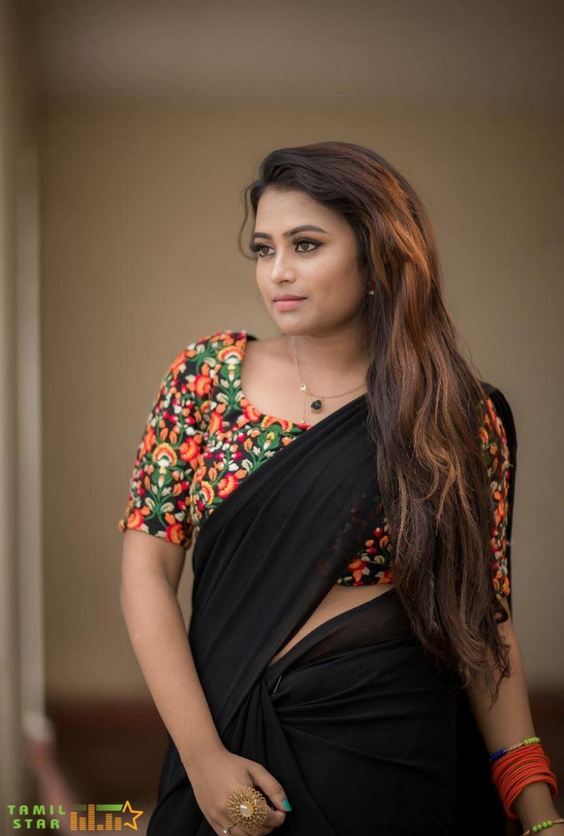 Actress Farina Azad Stills (5)