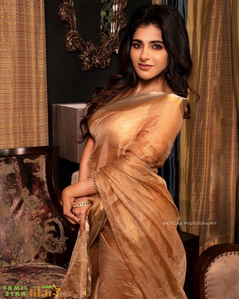 Actress Iswarya Menon Latest Photo Shoot (3)