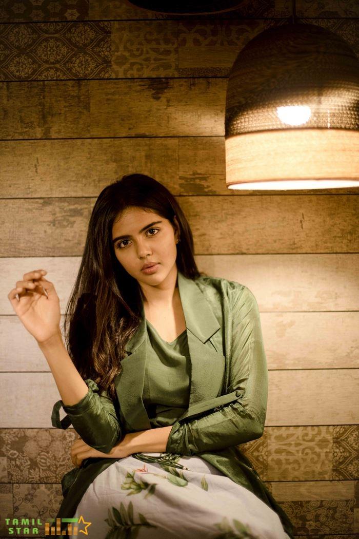 Actress Kalyani Priyadarshan Photos (18)