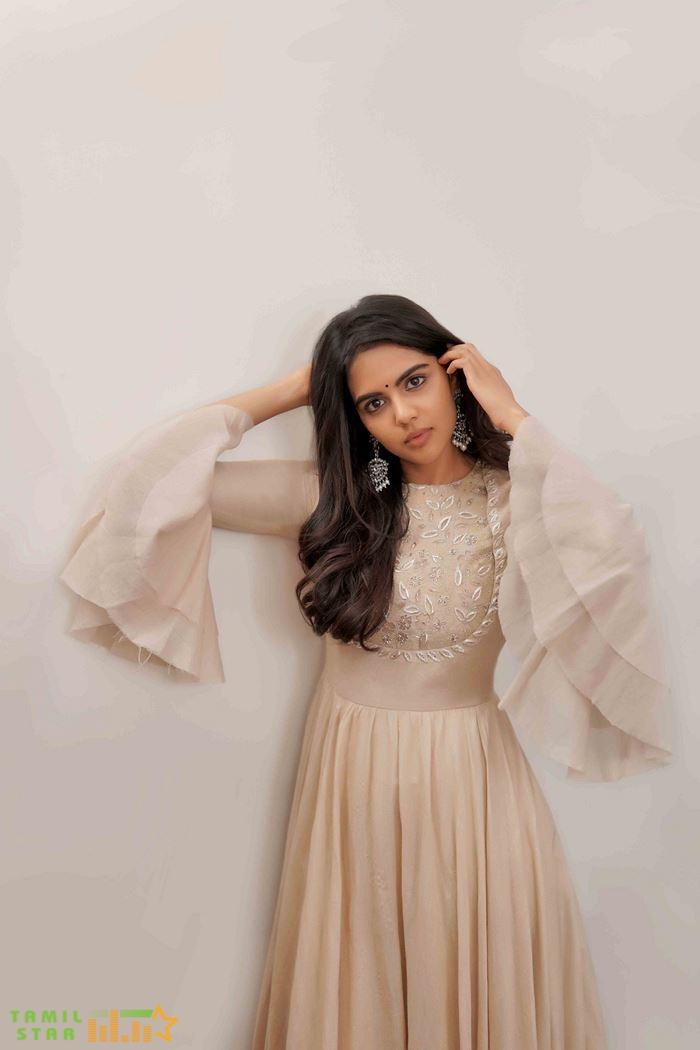 Actress Kalyani Priyadarshan Photos (4)